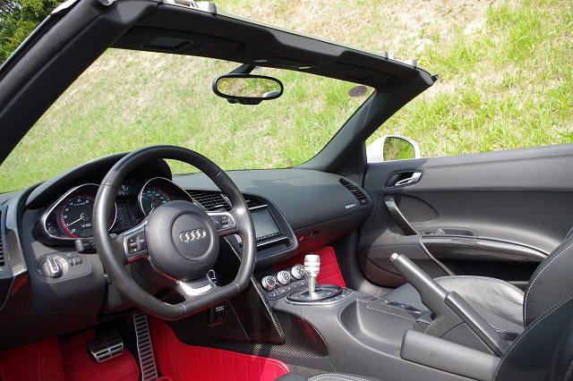 アウディR8スパイダーV10 5.2 FSI クワトロ 4WD